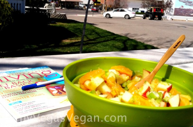 How to Travel Healthy on Raw Fruits and Veggies