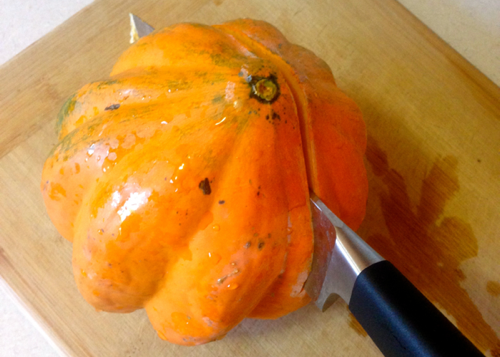 How to cut an acorn squash 2